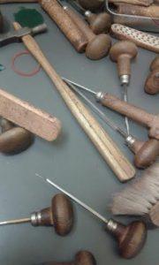 incisione a mano su gioielli Milano